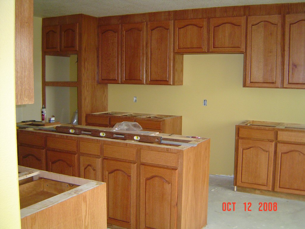 Kitchen cabinets red oak for Kitchen pictures with oak cabinets